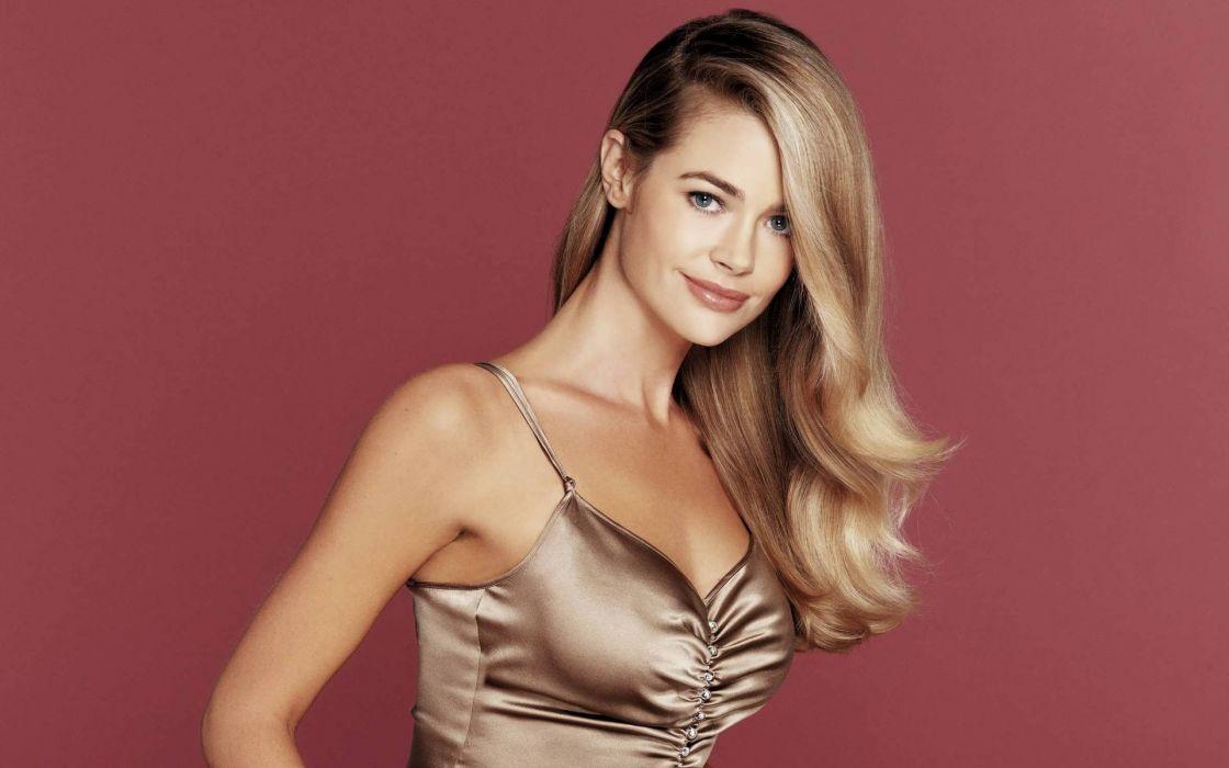 Denise Richards Celebrities actress models women females girls blondes sexy babes        b wallpaper