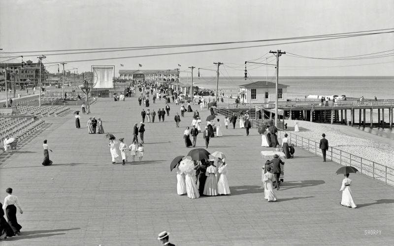 Boardwalk BW Beach sidewalk people crowd retro black white wallpaper