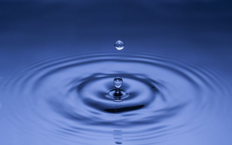 water blue drops wallpaper
