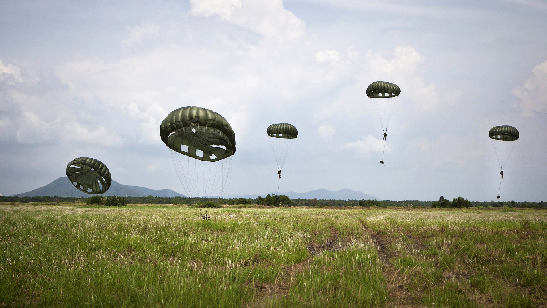 Soldiers Paratroopers Grass airbourne military wallpaper backgroundParatrooper Wallpaper