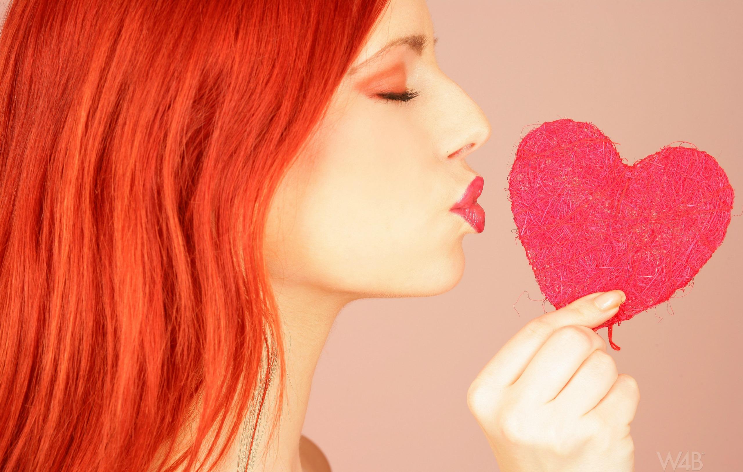 Целующиеся девушки рыжие картинки 11 фотография