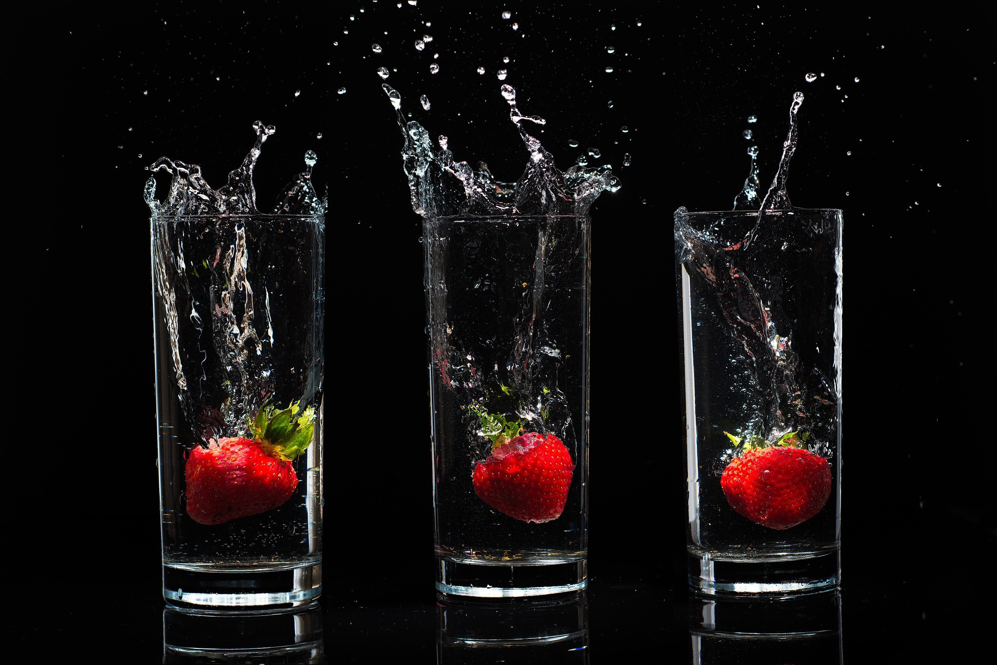 Download Hd Wallpaper Of Strawberry Juice: Berries Stanley Background Drops Water Spray Black Glasses