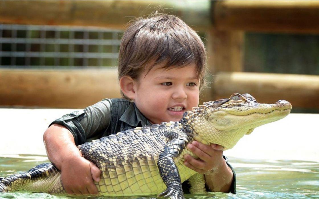Australia Charlie alligator children babies crocodile wallpaper