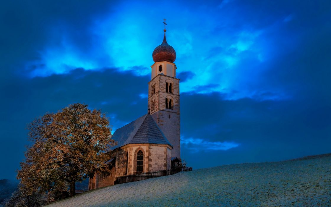 Italy Trentino-Alto Adige Siusi buildings church cathedral sky wallpaper