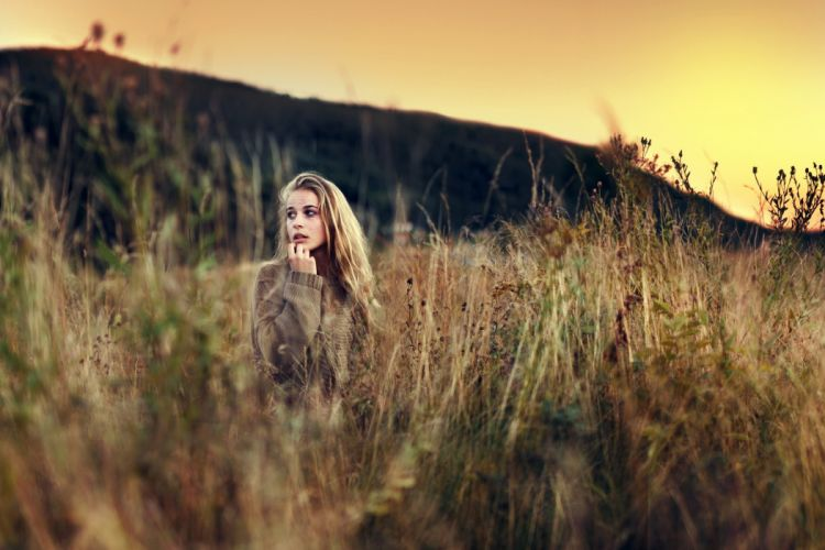 grass mood blondes models women females girls babes sunset wallpaper