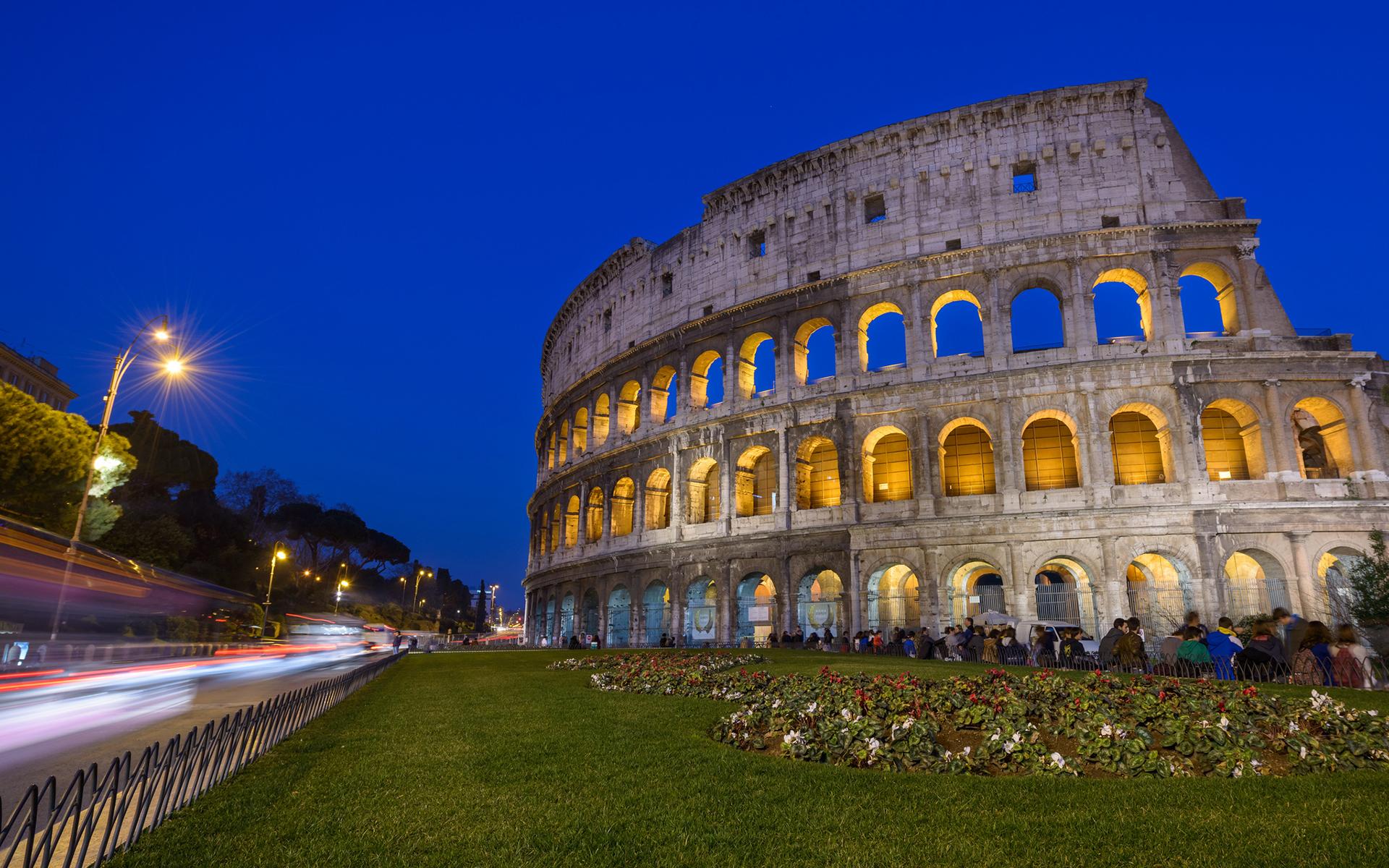 Colosseum Rome Night Timelapse Wallpaper