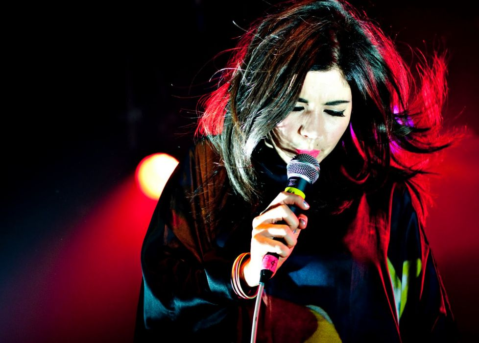 Marina and the Diamonds Blonde Face Microphone Concert wallpaper