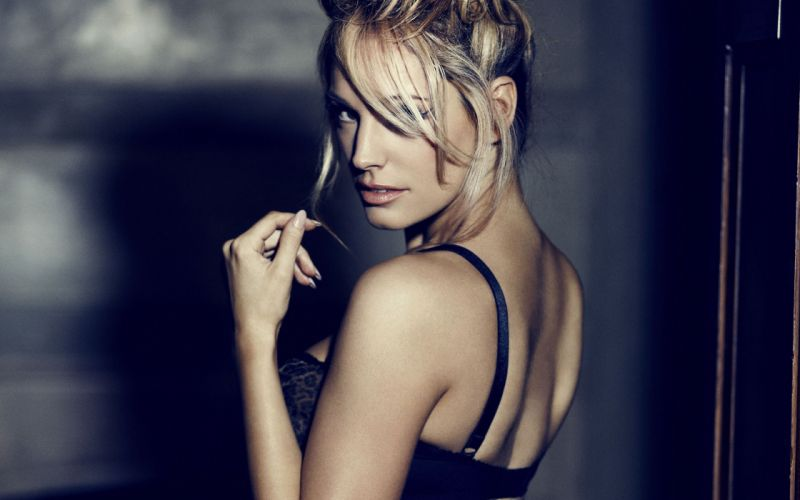 Kelly Brook Blonde actress model women females girls sexy babes wallpaper