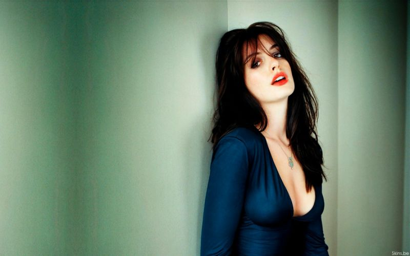 Anne Hathaway actress women females girls sexy babes face eyes cleavage g wallpaper