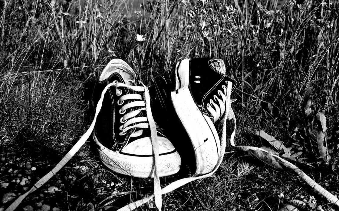 green grass shoes grayscale Converse monochrome sneakers wallpaper