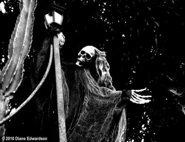 Dark Grim Reaper horror skeletons skull creepy black white wallpaper