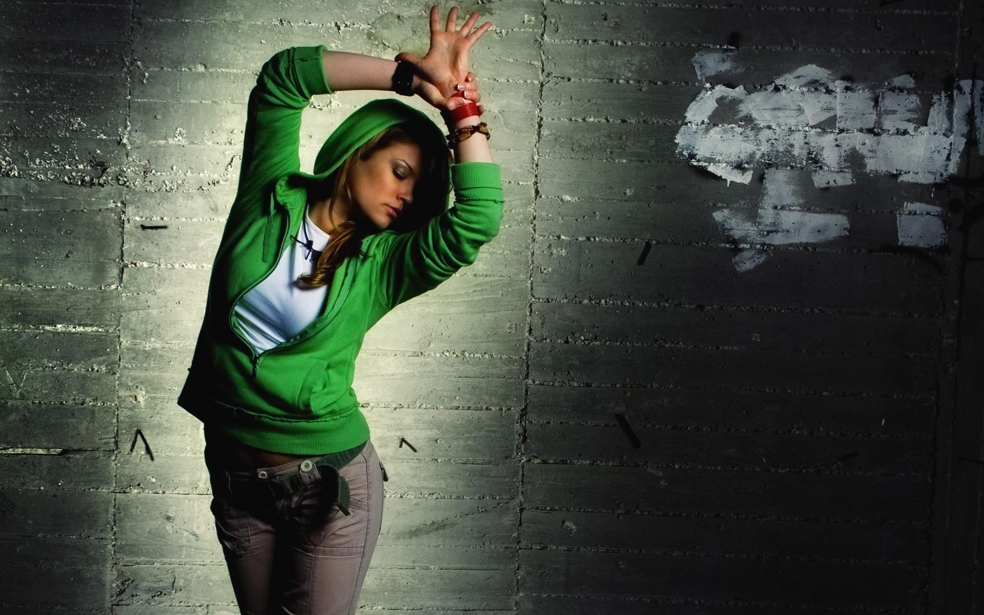 Танец красивой девушки  № 350551 бесплатно