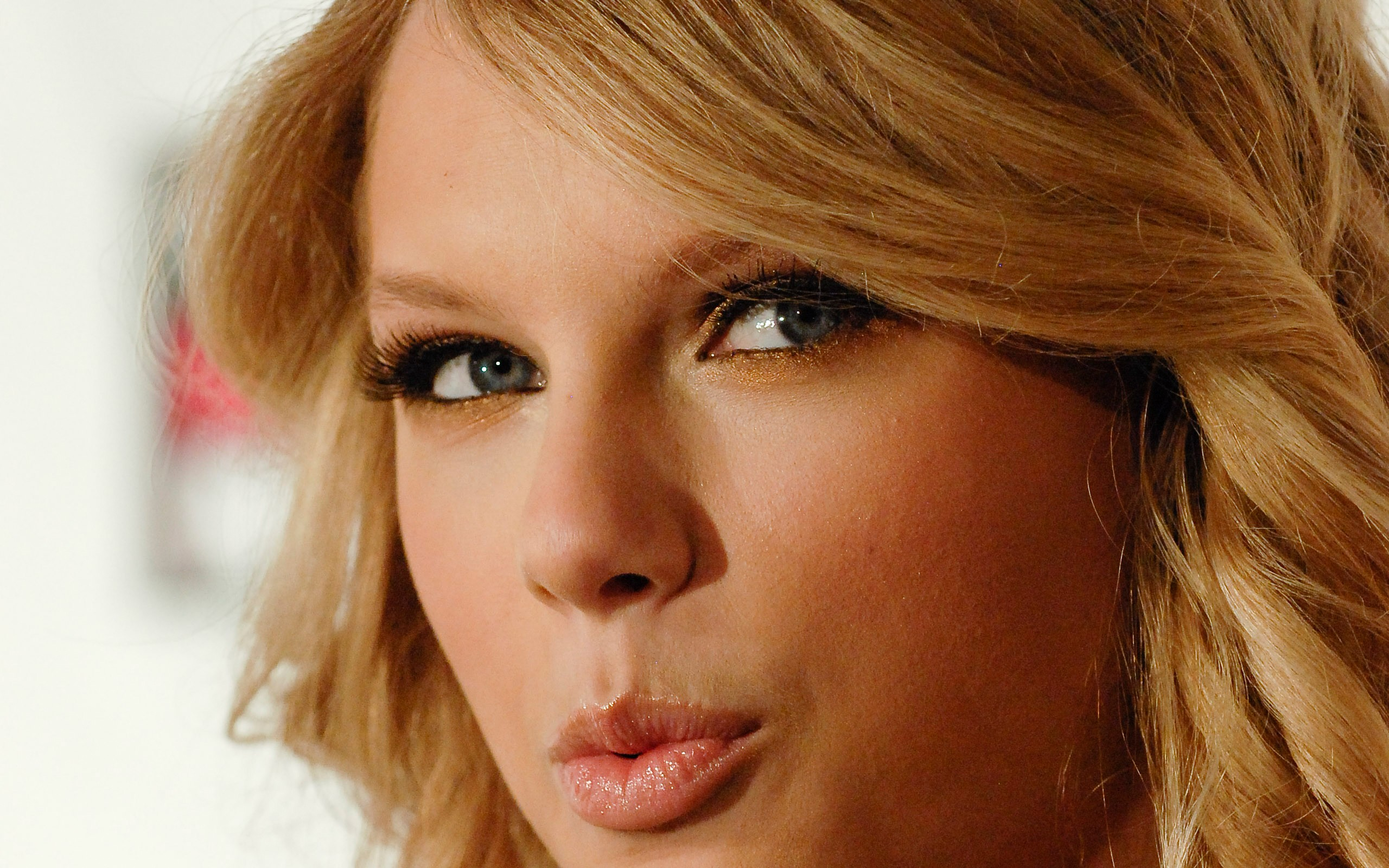blondes women closeup blue eyes taylor swift long hair