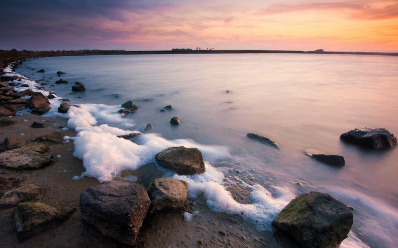 beach dawn stones foam morning awakening sky sea wallpaper