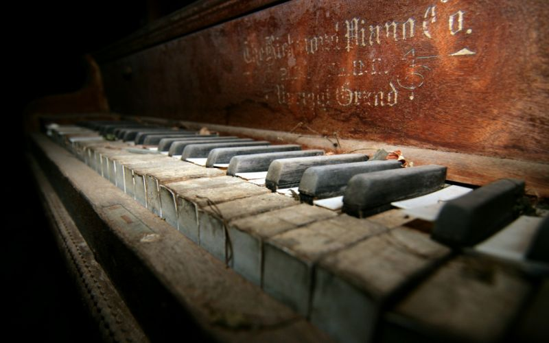 Piano macro retro decay ruin wallpaper