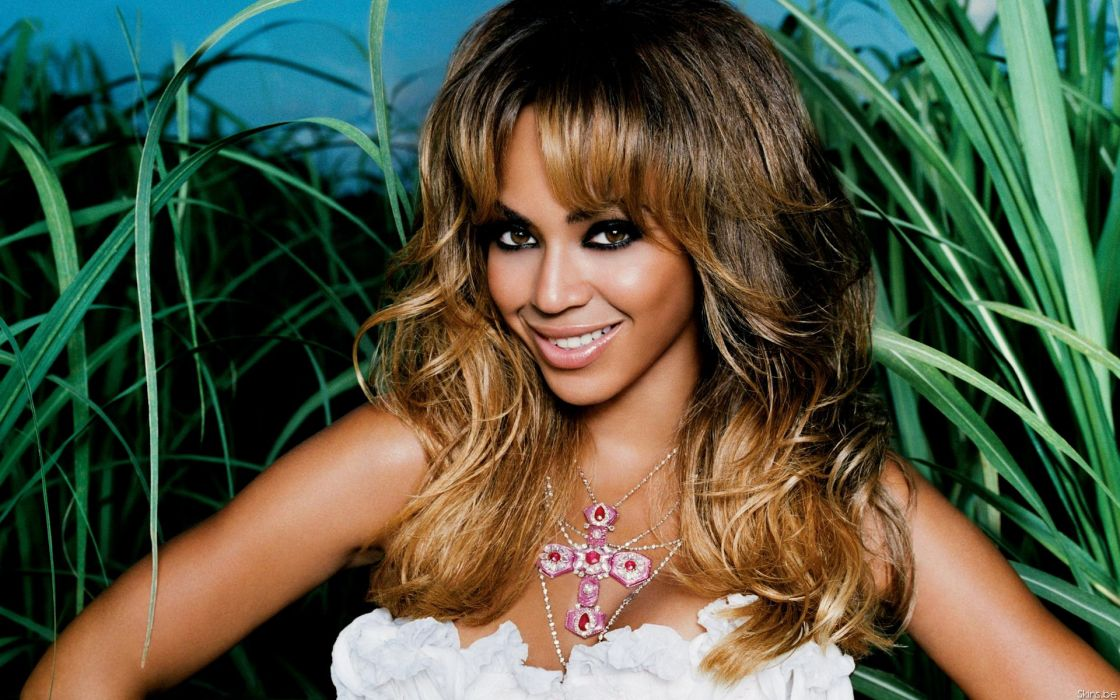 Beyonce Knowles hip hop singer musician women females girls sexy babes cleavage face eyes    d wallpaper
