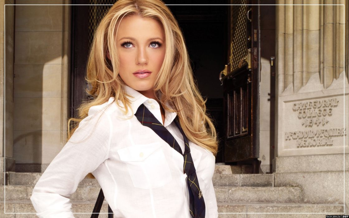 Blake Lively actress model blondes women females girls sexy babes face eyes cleavage         w wallpaper