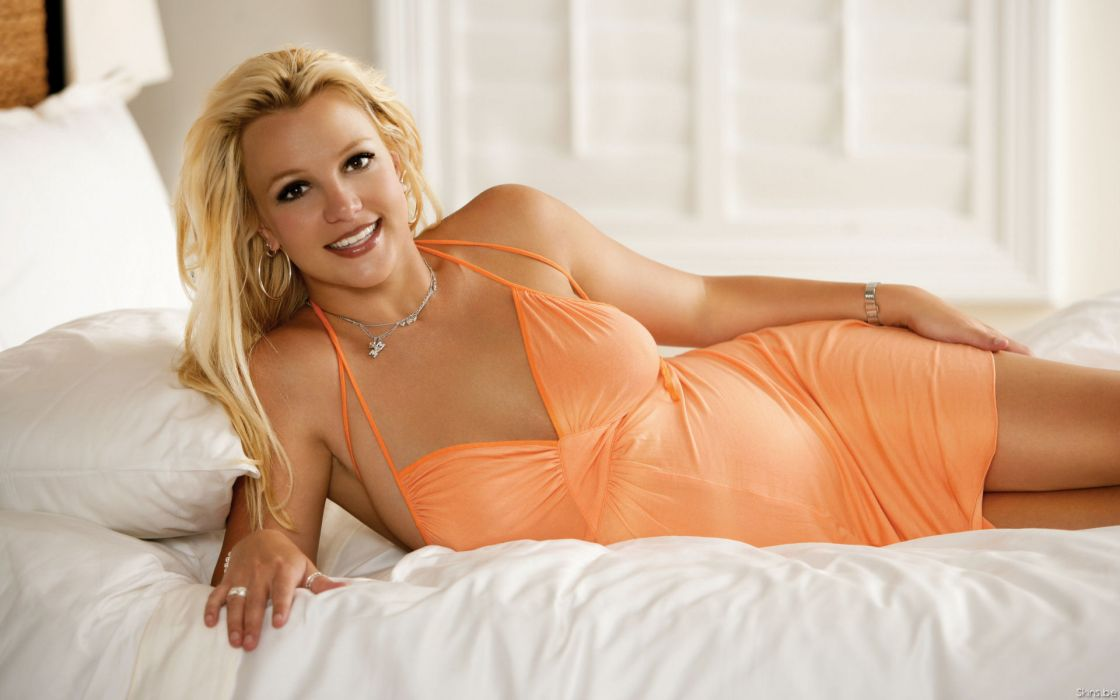 Britney Spears singer musician blondes women females girls sexy babes face eyes legs cleavage        s wallpaper