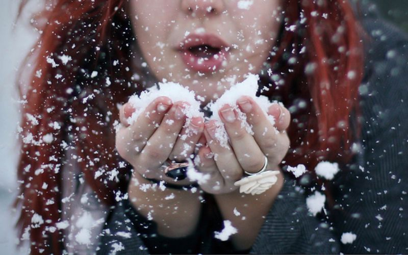 women snow redheads models blowing a kiss wallpaper