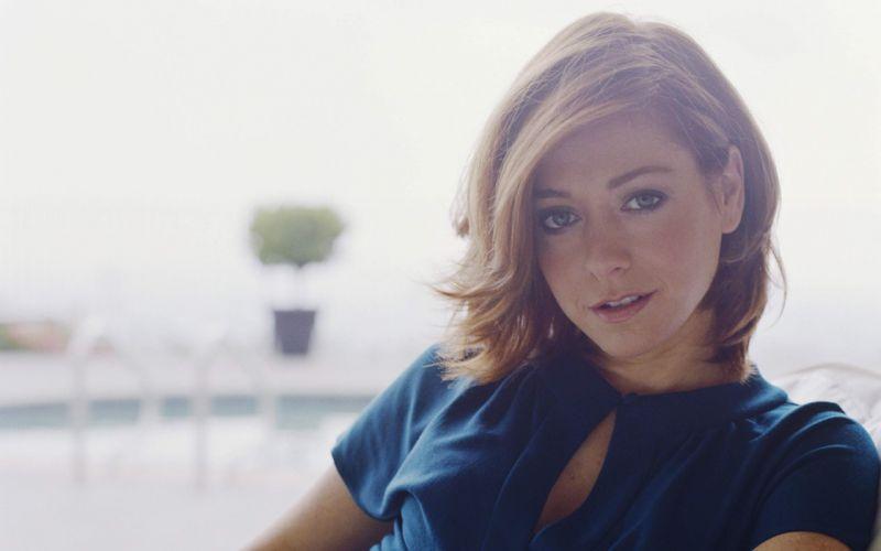 Alyson Hannigan women actress short hair depth of field white background wallpaper