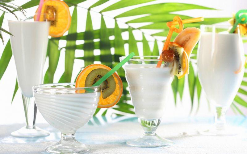 glasses cocktails shakes fruit slices leaves kiwi orange banana wallpaper