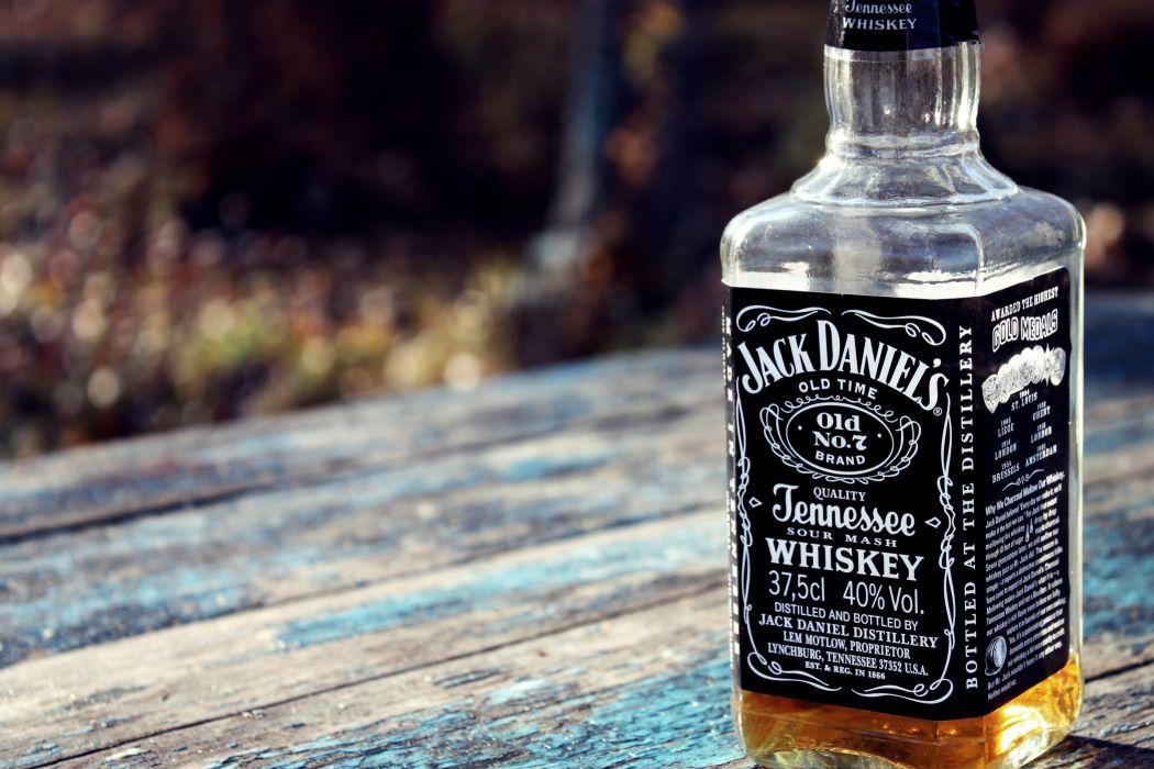 Jack Daniel's Whiskey Alcohol Bottle    o wallpaper