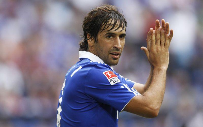 sports soccer Raul Gonzalez football stars FC Schalke 04 wallpaper