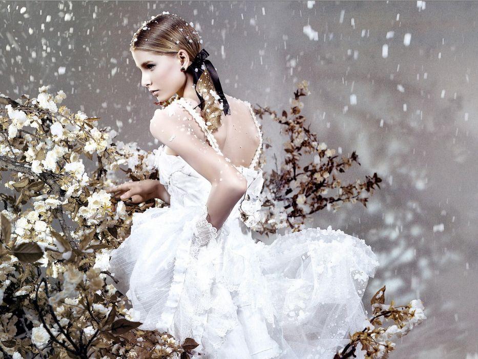 women snow wallpaper