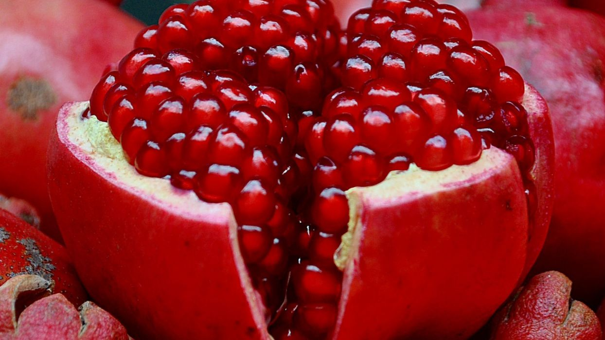 red fruits macro pomegranate wallpaper
