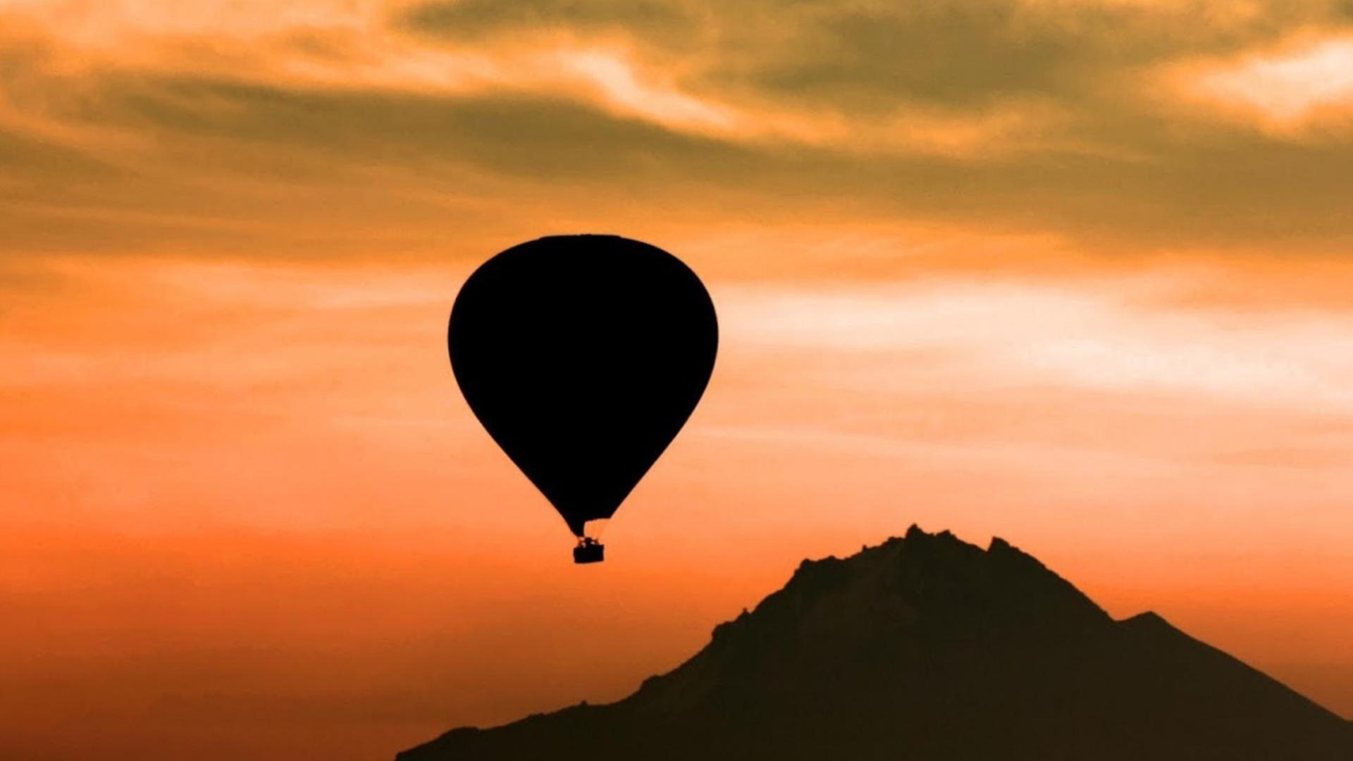 Mountain Sunset Balloons Wallpaper