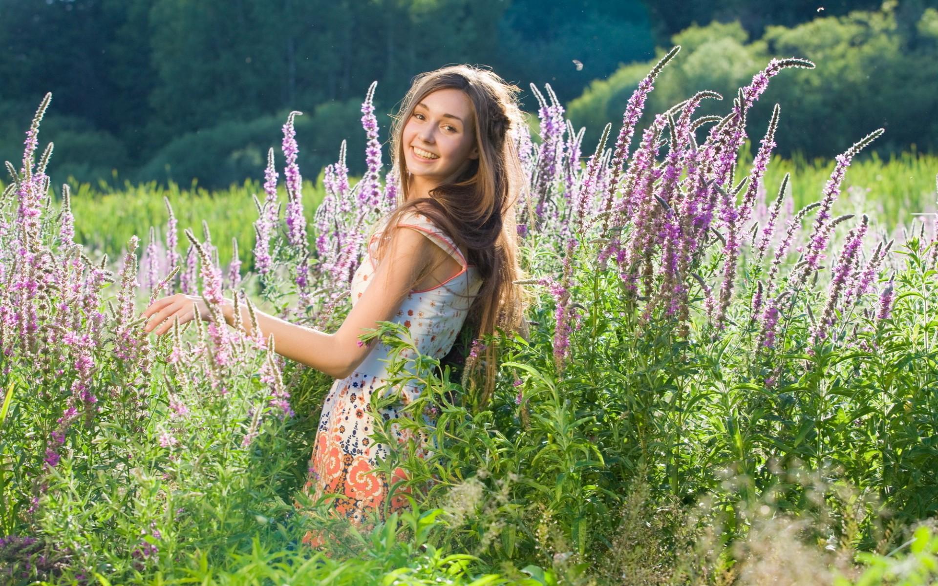 """Résultat de recherche d'images pour """"girls nature flowers"""""""