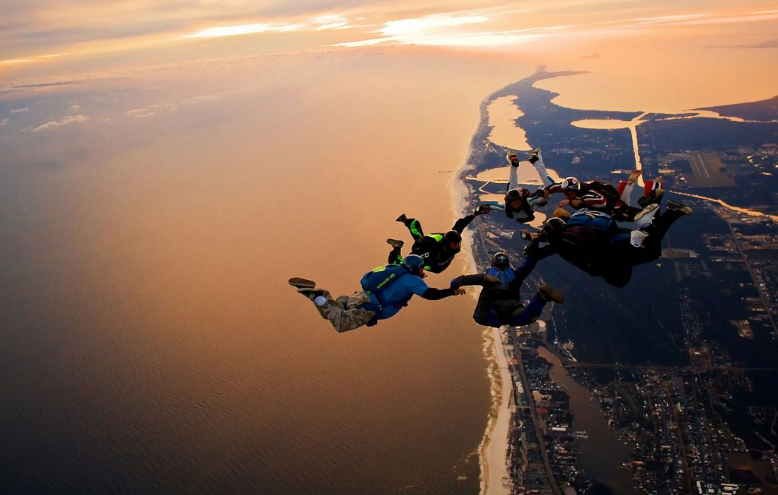 jumpers jump fly sky sea land view cool parachute skydiving wallpaper