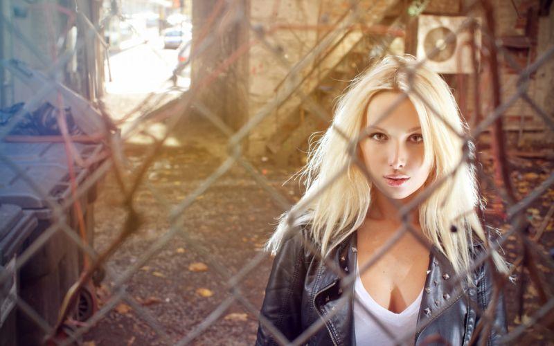 girl blonde mesh netting wallpaper