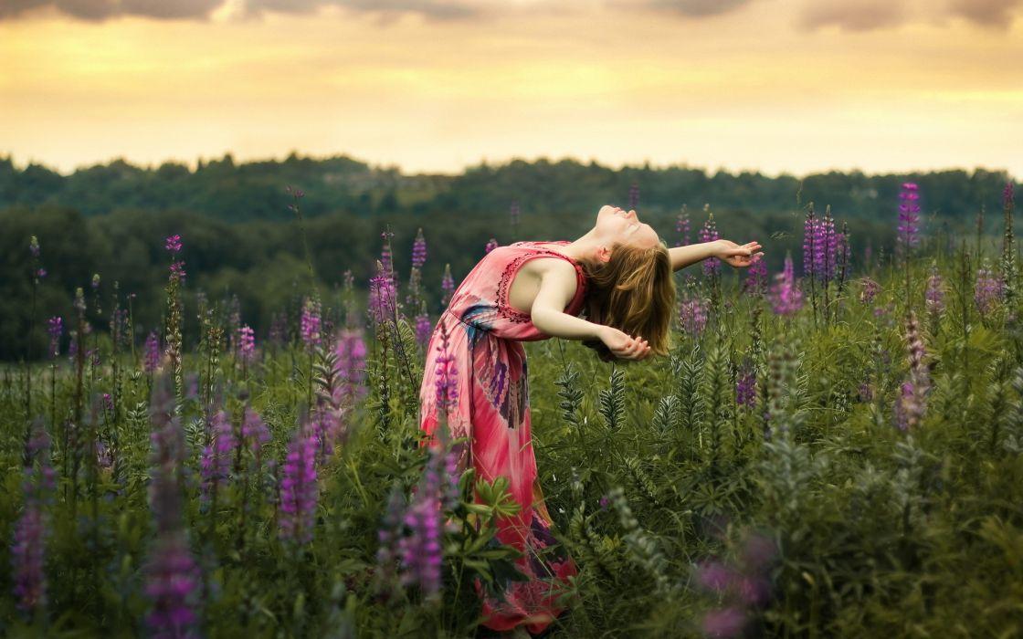 girl  sunset  field  freedom mood flowers wallpaper