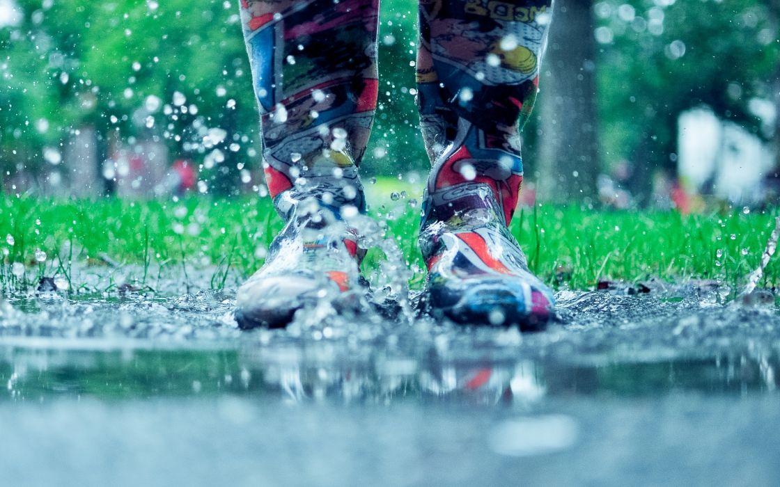 autumn rain puddles drops water boots spray wallpaper