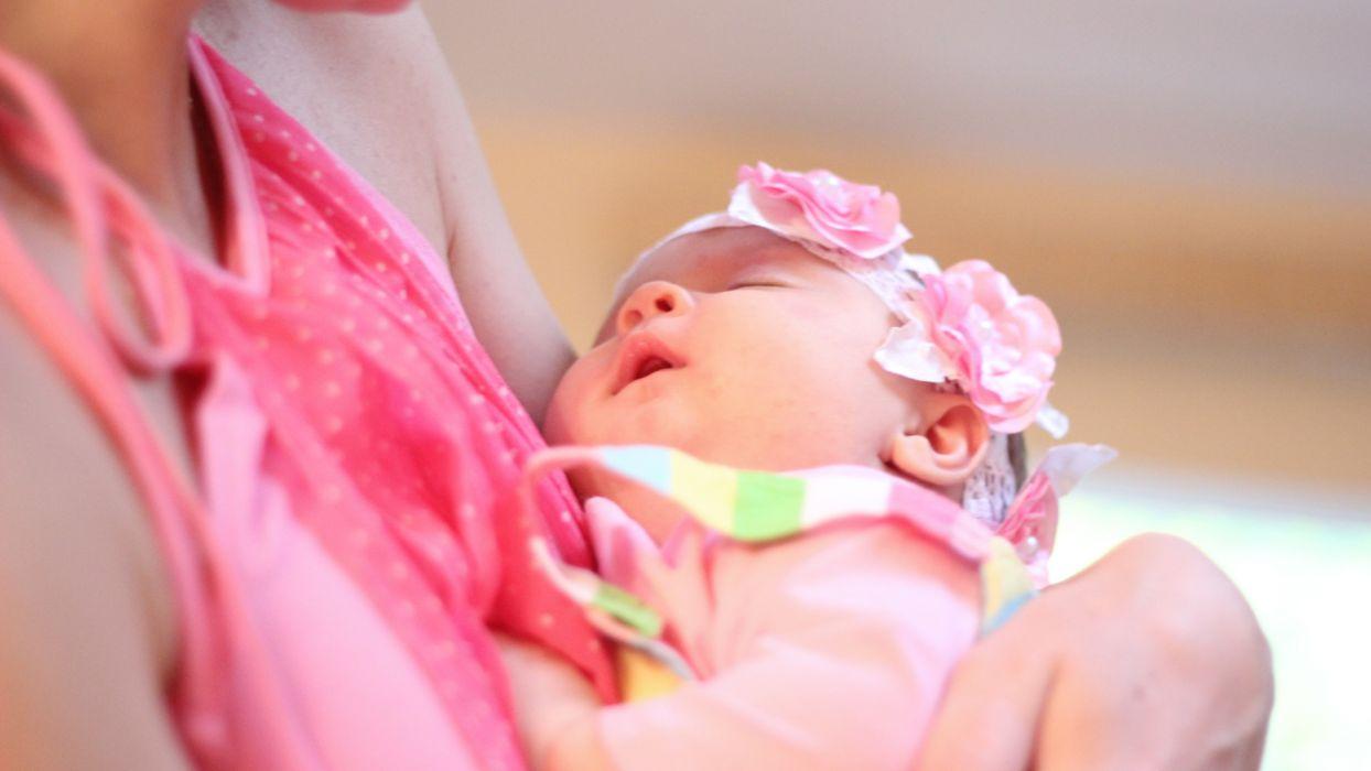 baby daughter sleeping mom wallpaper