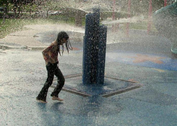 rain fountain baby wallpaper