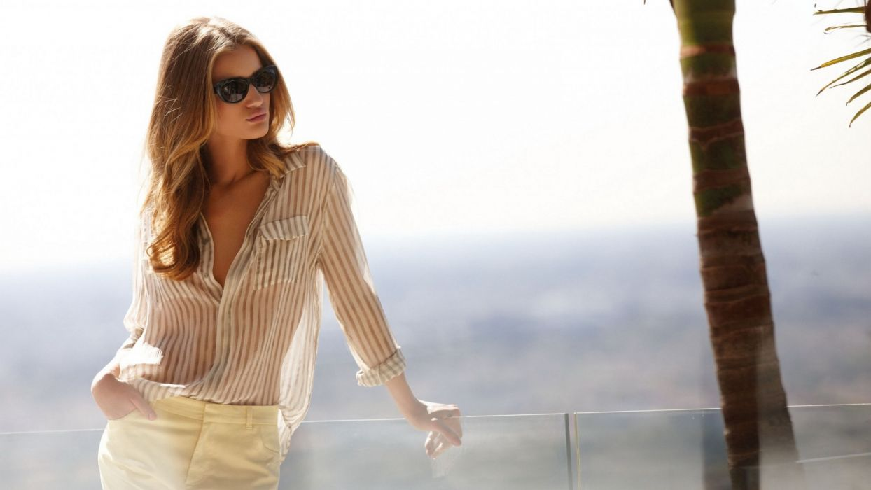 Rosie Huntington-Whiteley Blonde Sunglasses wallpaper