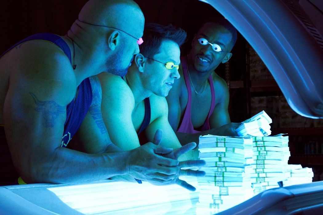 Mark Wahlberg Dwayne Johnson And Anthony Mackie In (Pain and Gain) wallpaper