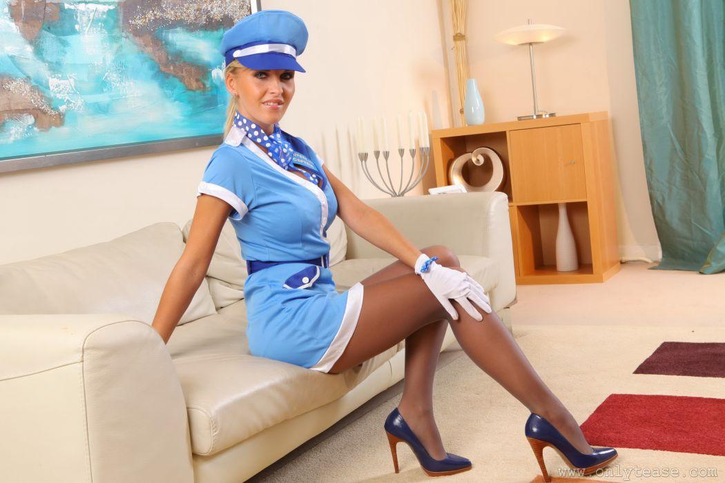 смотреть видео зрелые женщины в униформе и мини юбке