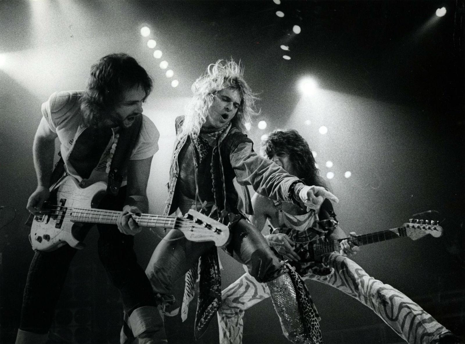 VAN HALEN Heavy Metal Hard Rock Bands Concert Guitar N Wallpaper
