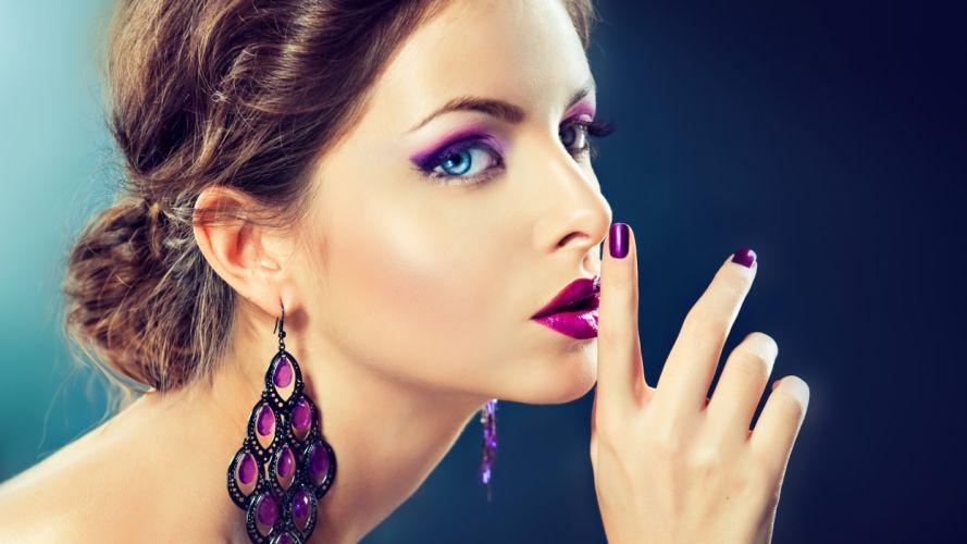 Brunette Face Hand wallpaper
