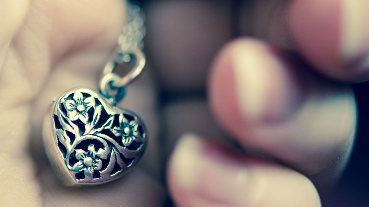 mood ukraeshnie accessory necklace pendant heart heart hand background wallpaper bokeh wallpaper