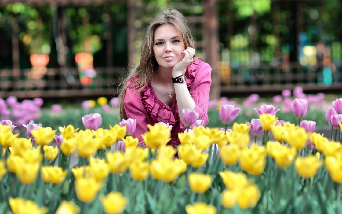 Oksana Malakhov  girl  sexy  sweet  nice  normal girl  holidays  flowers  hours wallpaper