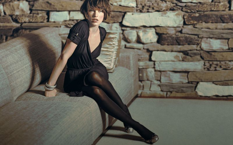 Milla Jovovich Brunette wallpaper