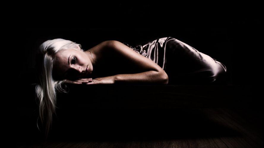 BLACK GIRL BLONDE DRESS SILK wallpaper