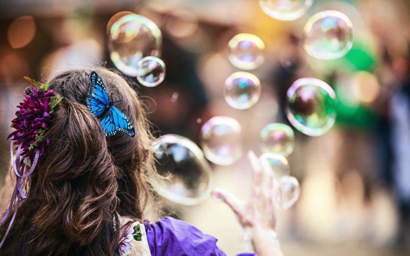 GIRL hair curls of soap bubbles balls pins BUTTERFLY wallpaper