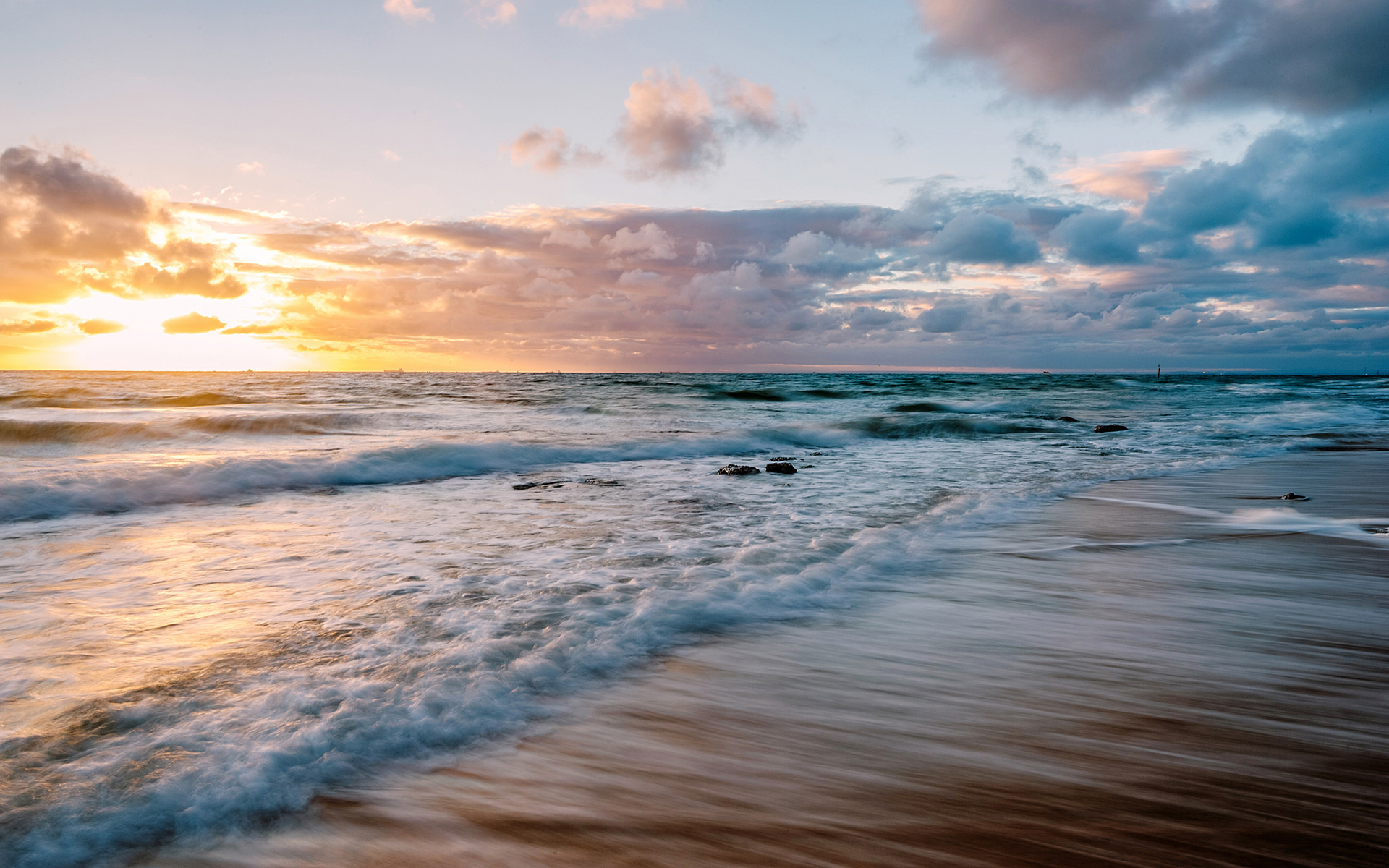 Image Result For Sunset Beach Wallpapers Beautiful Sunset Beach Wallpapers Beach Wallpaper Night Wallpaper Crash