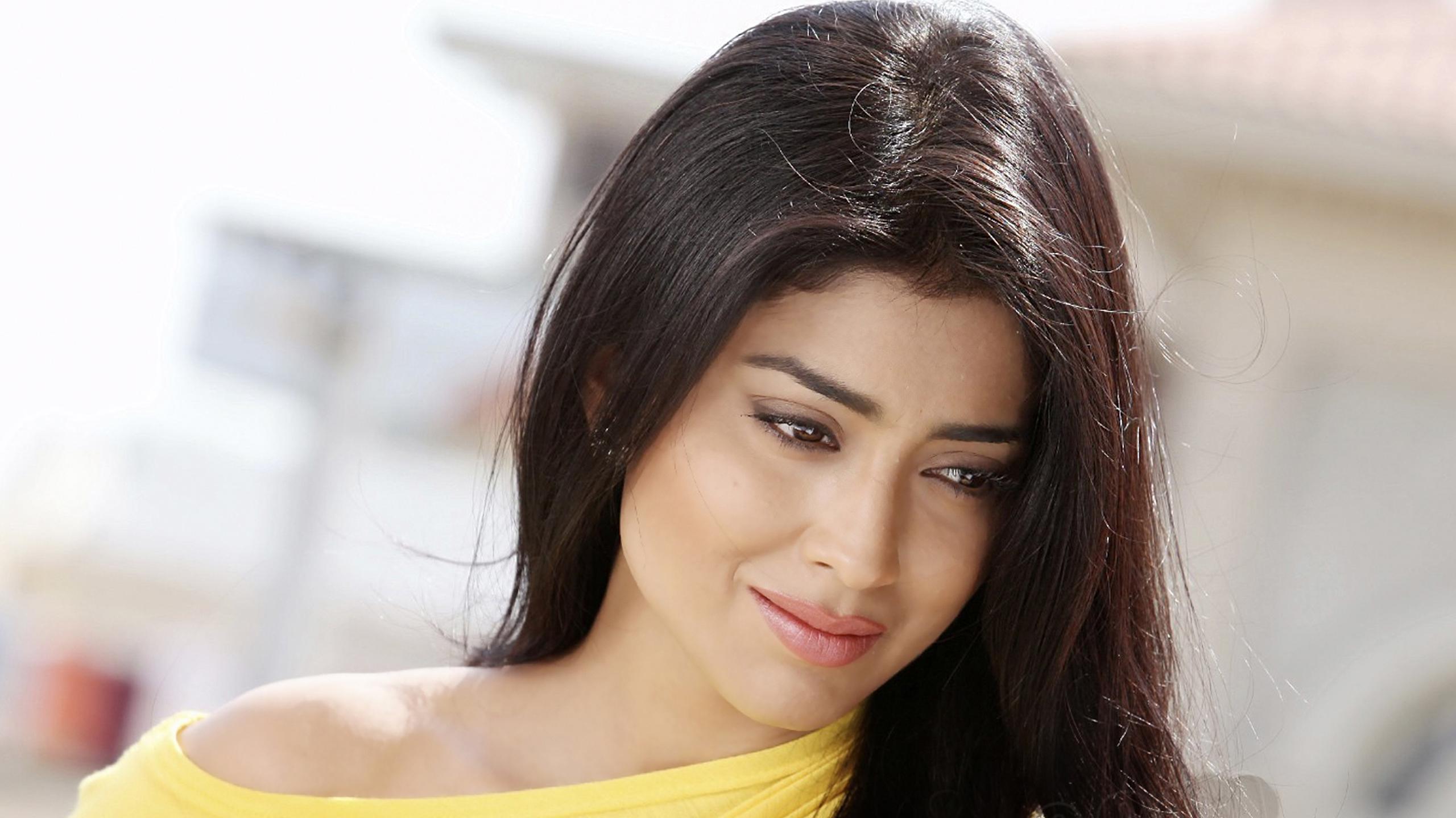 Shriya saran indian telugu cinema actress sexy cute hot wallpaper 2560x1440 83466 wallpaperup - Simple girls photo for facebook ...