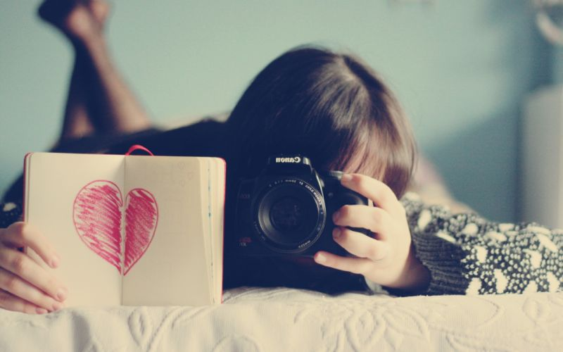 girl with camera wallpaper